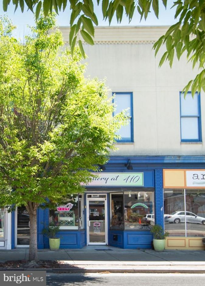 First floor retail space in downtown Cambridge!  Very cool building  with a front and rear entrance allowing this space to be used as one unit or two.  Plenty of parking in the city lots. Great opportunity as an investment or for your own business.
