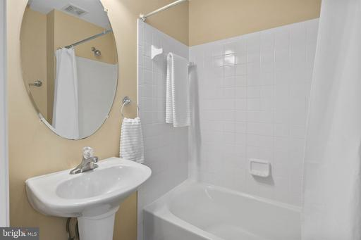 8535 Wyngate Manor Ct Alexandria VA 22309