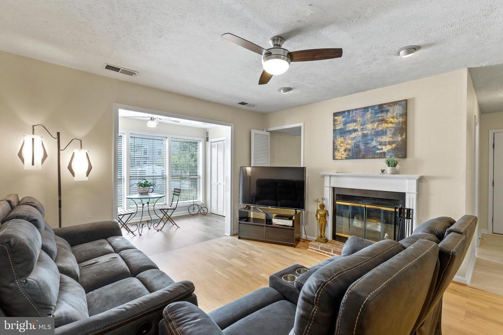 10150 Oakton Terrace Rd #10150, Oakton, VA 22124