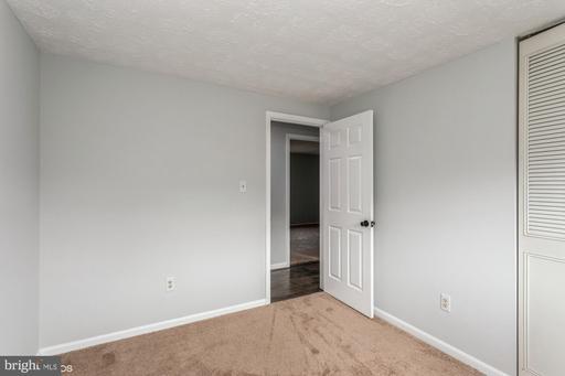 5804 Barrymore Rd Centreville VA 20120