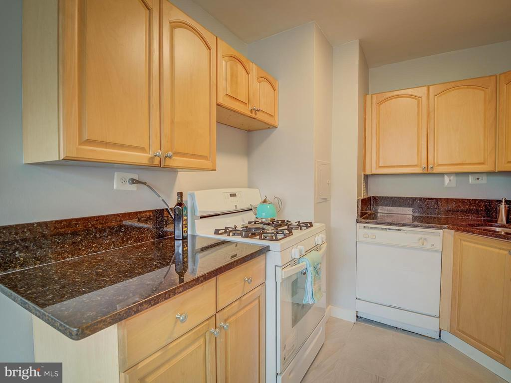 Photo of 5831 Quantrell Ave #206