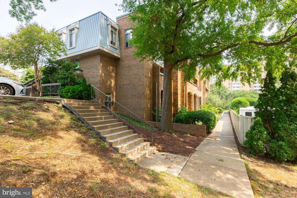 1761 S Hayes St #1, Arlington, VA 22202