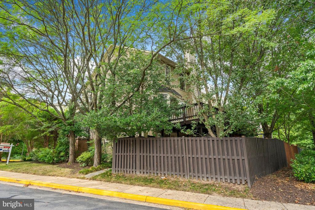 Photo of 8100 Meadow Springs Ct