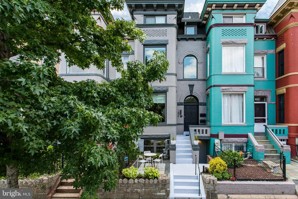 Enjoy over 2000 square feet of bespoke living. Ideally located on the main strip in beautiful Bloomingdale, this luxurious duplex condo is a flawless sanctuary in the heart of the city. Spacious and bright, this home features an open-floor plan, high-ceilings, gourmet kitchen, main-level owner's suite, private outdoor space, plenty of storage, California Closets, and custom finishes throughout. Every detail has been thought-out. Elegance and intuitive design best describe this beauty.