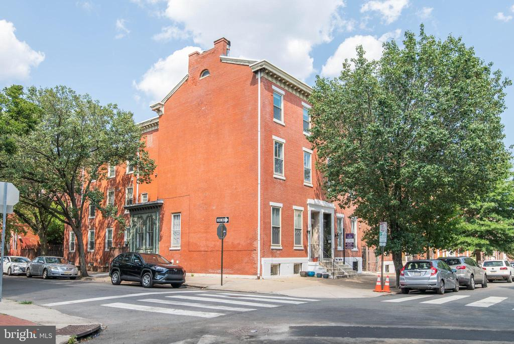 Located in a charming brownstone, this dramatic bi-level condominium located on one of the most sought-after blocks in the Art Museum Area is move-in ready! Enter into the spacious & sunny living room with soaring ceiling height, wood burning fireplace & large windows. There is an alcove area that is a unique office space. Also featured in this wonderful home is a brand new renovated large kitchen with granite counter tops & SS appliances! Bathroom with sauna, separate laundry room & excellent closet space. Very conveniently located to both Center City and to all that the Art Museum Area has to offer!