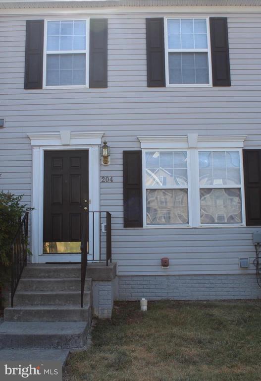 204 Hupps Hill Ct, Strasburg, VA 22657