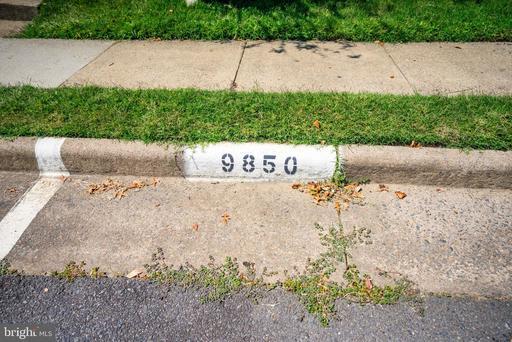 9850 Oakdale Woods Ct Vienna VA 22181