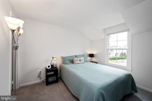 6038 Netherton St Centreville VA 20120