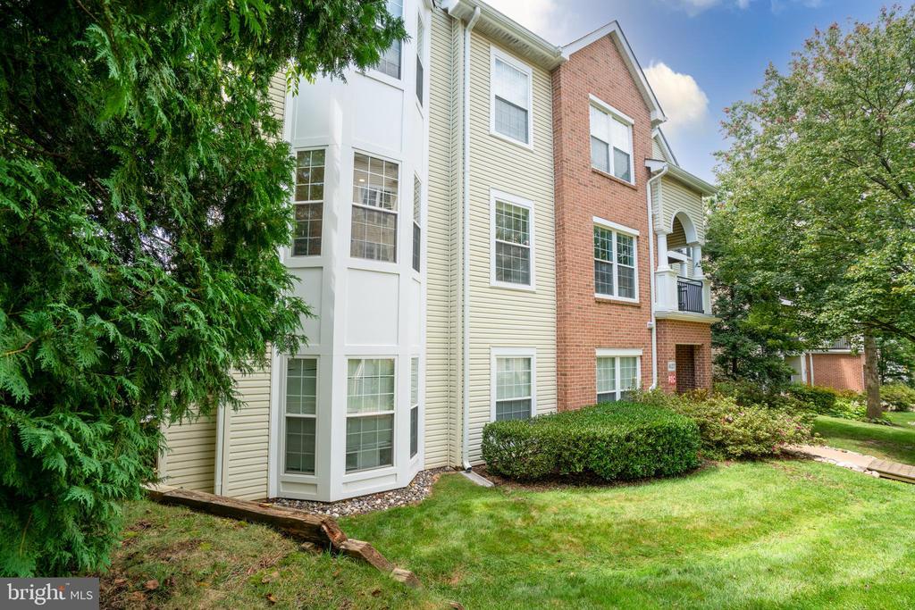 4127 Fountainside Ln #201, Fairfax, VA 22030