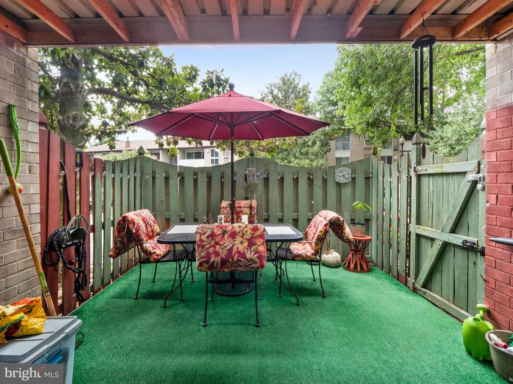 Photo of 5604 Bloomfield Dr #3