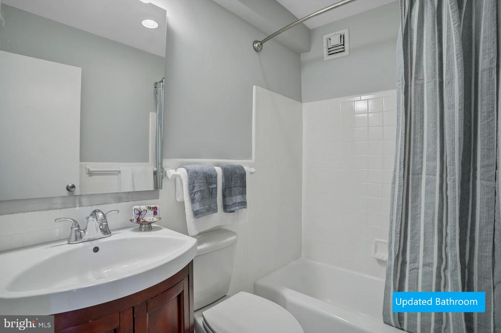 Photo of 6641 Wakefield Dr #805