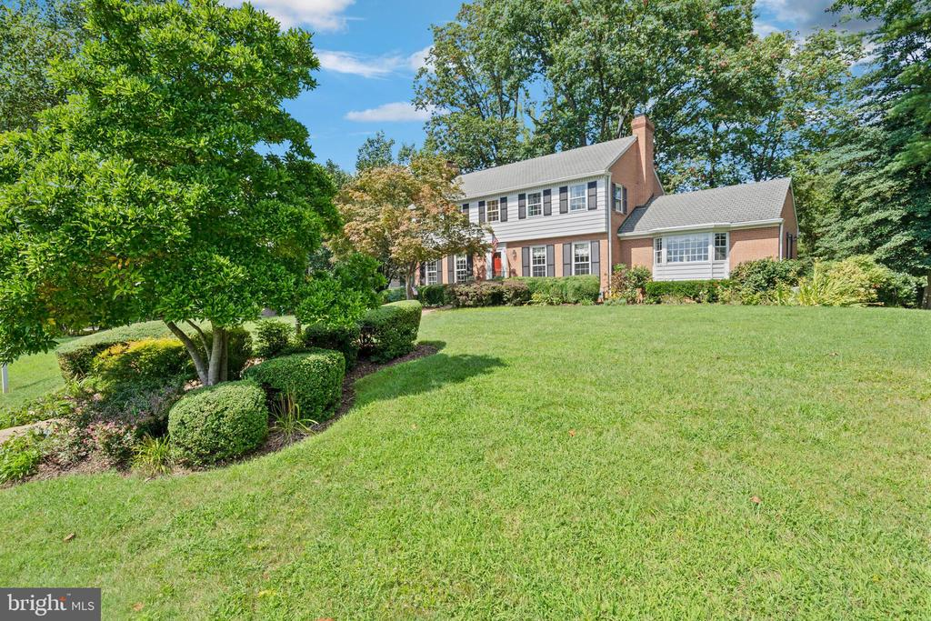 """Unique opportunity near the river in Yacht Haven Estates, one of the areas premier waterfront communities.  Stately three level colonial on gorgeous half acre lot on prestigious Neptune circle directly across the street from riverfront estates. Numerous special features include: three finished levels, top quality brick construction, large room sizes, gorgeous hardwood floors on main two levels, spacious home office, full walk out lower level and two car garage. Elevated lot provides fascinating glimpses of river from several main rooms. 11' x 8'9"""" custom deck with newly installed Brazilian mahogany floors overlooks the natural beauty of private rear grounds. Unique opportunity for a property with true estate potential for remarkably reasonable price! Short walk to Mount Vernon Yacht club and all the great amenities it offers!"""