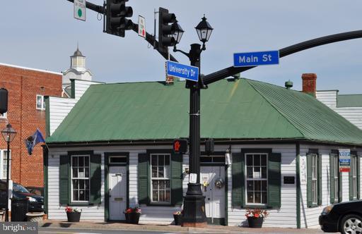 10727 Maple St Fairfax VA 22030