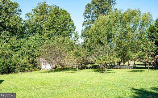1276 Ava Ln Amissville VA 20106