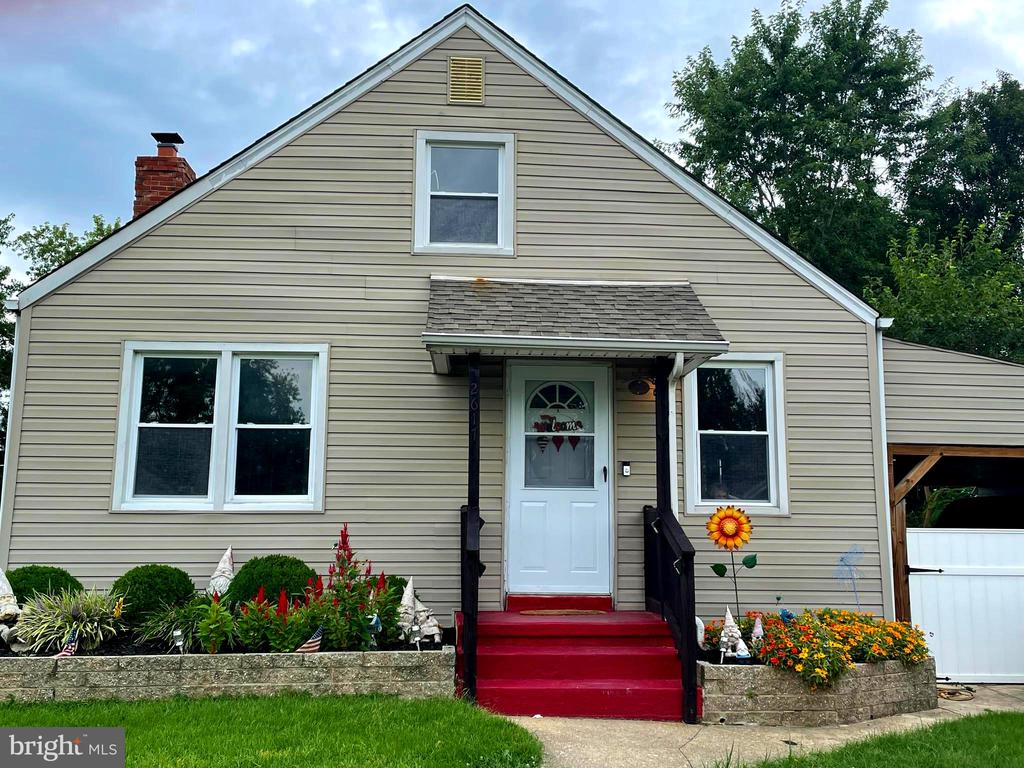 Quaint Cape Cod in the neighborhood of Lynwood . This home features a large eat in kitchen with 4 bedrooms , newly renovated first floor bathroom with an additional full bathroom in the partially renovated basement. There is a fully fenced in large backyard. Close to parks ,shopping, schools .