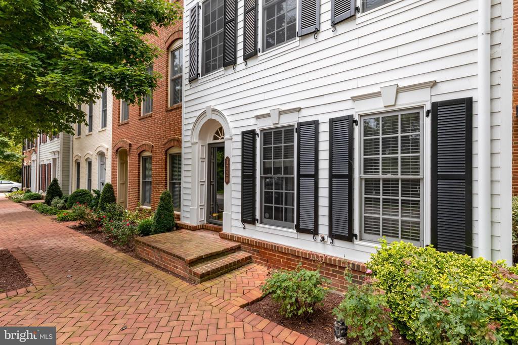 1720 Carpenter Rd, Alexandria, VA 22314