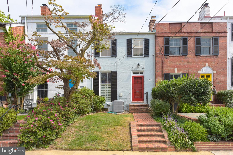704 Royal Street   - Alexandria, Virginia 22314