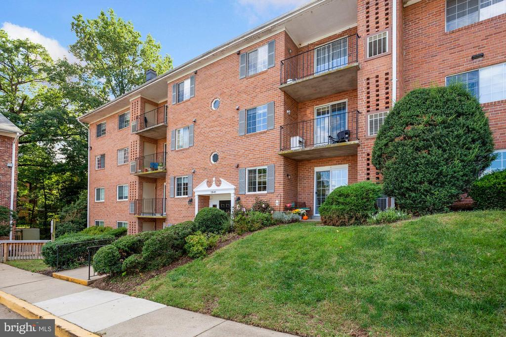 1541 Colonial Dr #103