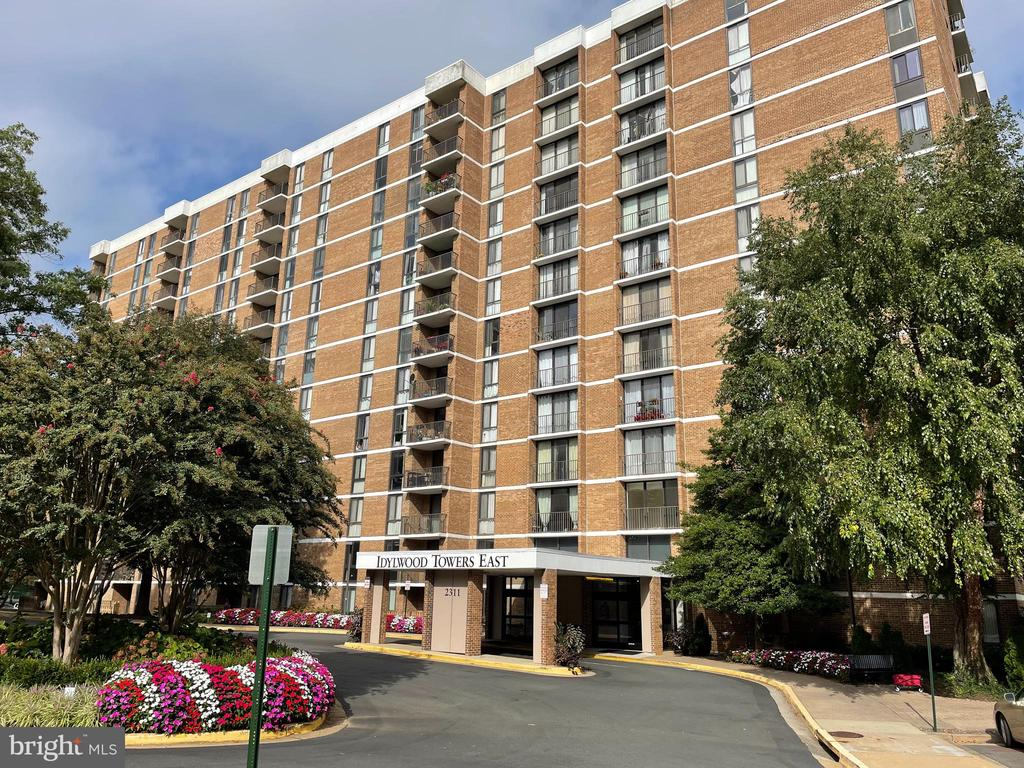 Photo of 2311 Pimmit Dr #216