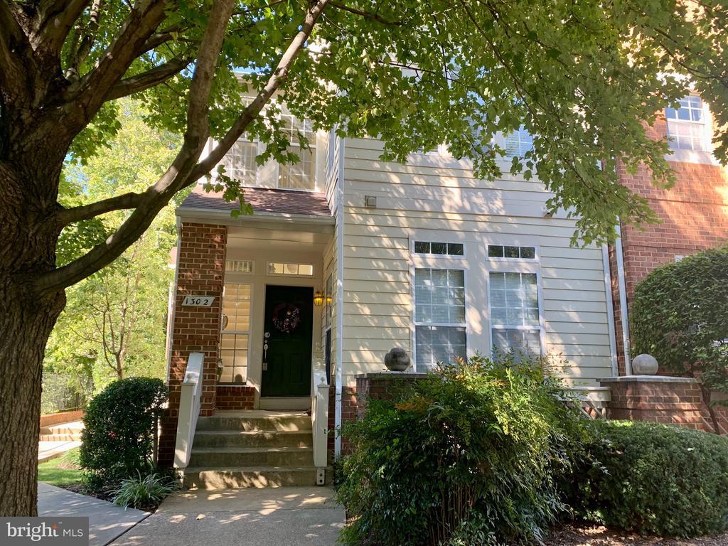1302 Garden Wall Cir, Reston, VA 20194